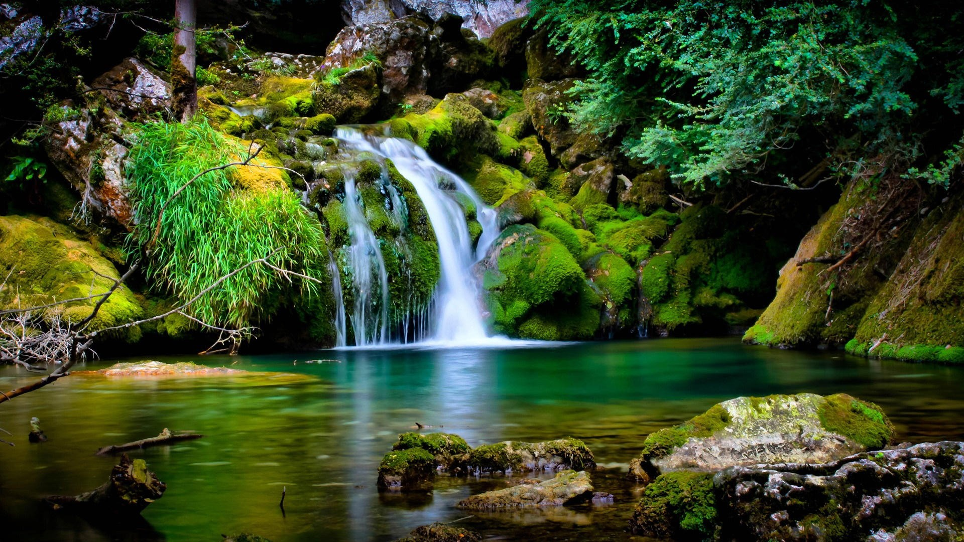 Download free hd wallpapers of waterfall