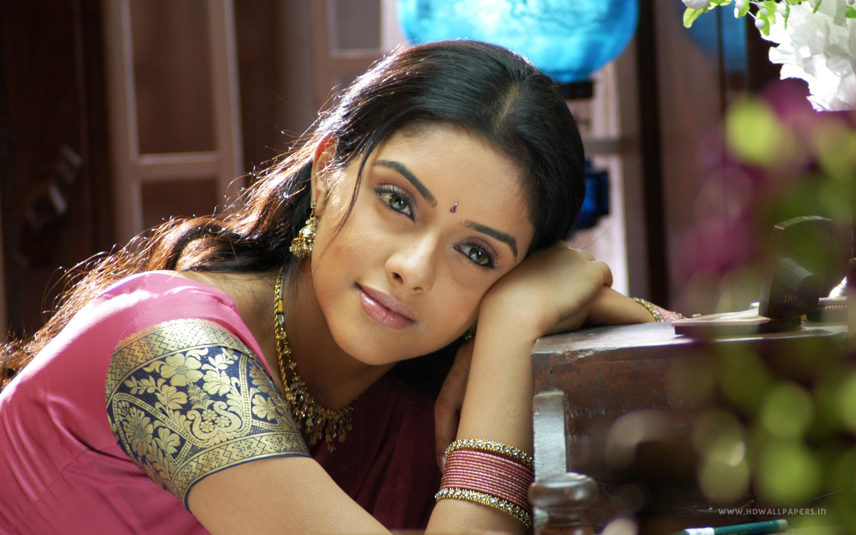 South indian actress hd wallpaper 1366x768 Asin