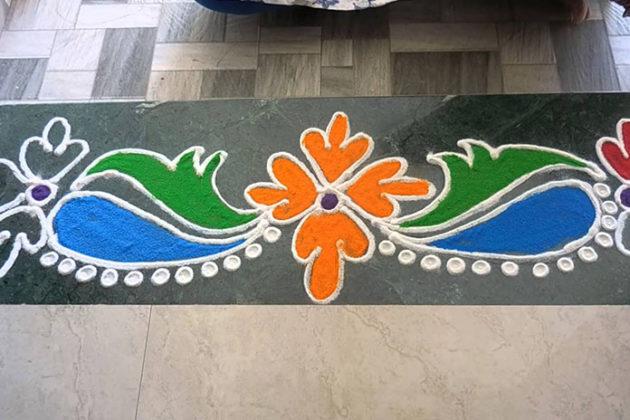 Latest border rangoli designs for doors download free for Door entrance rangoli designs